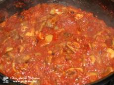 Боровики в гострому соусі